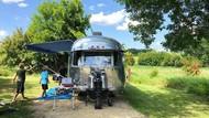 Potret Keseharian Keluarga yang Hidup Nomaden di Caravan