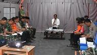 Jokowi Pimpin Rapat di Tenda Pengungsian Lombok, Beri 5 Arahan