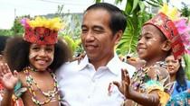Potret Keceriaan Jokowi Saat Berada di Tengah Anak-anak