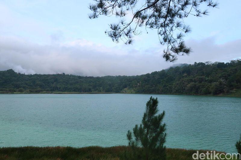 Danau Linow terletak di Tomohon, 40 km dari Kota Manado. Ibaratnya, Tomohon adalah Puncak-nya orang Manado. (Bonauli/detikTravel)