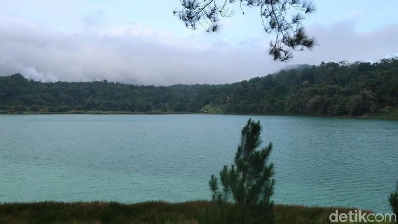 Foto: Pemandangan Danau Linow yang cantik (Bonauli/detikTravel)