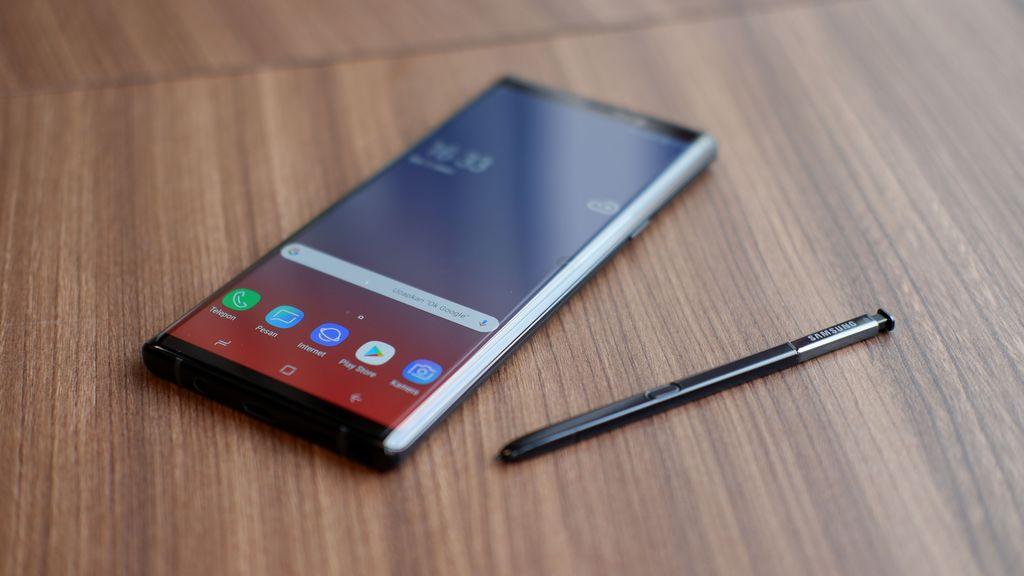 Galaxy Note 9 yang rilis Agustus lalu, menjadi ponsel pertama Samsung dengan RAM 8 GB. Ia ditenagai prosesor Exynos 9810, baterai awet serta diferensiasi khas berupa stylus canggih S Pen. Foto: Adi Fida Rahman/detikINET