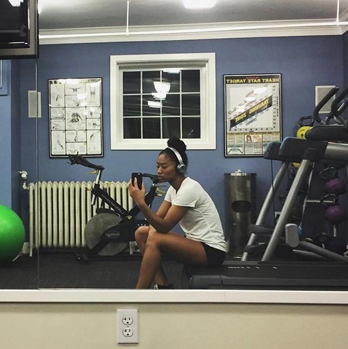 Work it out, tulisnya di keterangan foto dengan singkat. (Foto: Instagram/missjpeg)