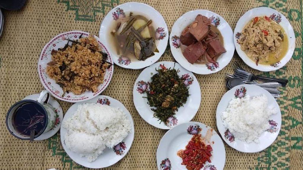Wisata Kuliner Tak Biasa di Yogya: Waroeng Kopi Klotok Pakem