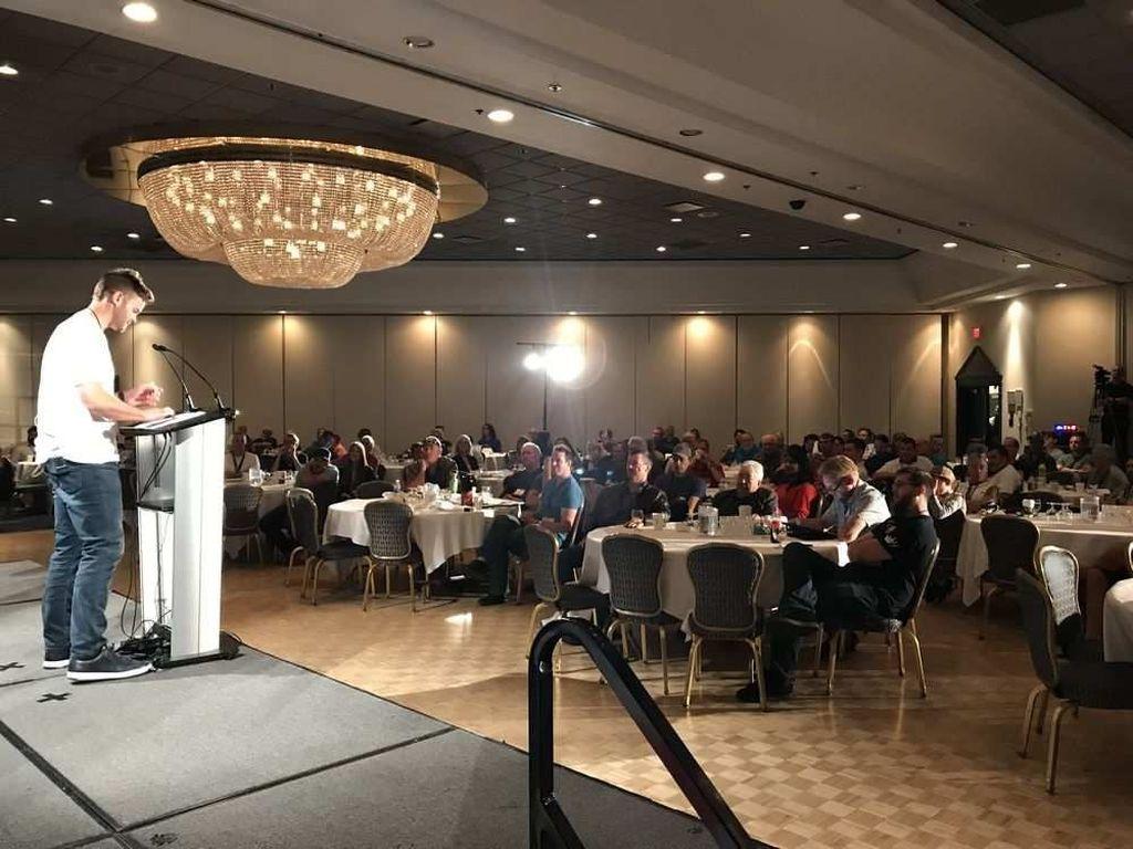 Konferensi Bumi datar ini berlangsung di West Edmonton Mall's Fantasyland Hotel di Edmonton, Kanada. Pesertanya sekitar 250 orang yang dihelat pada tanggal 9 sampai 10 Agustus lalu. Foto: Edmonton Journal