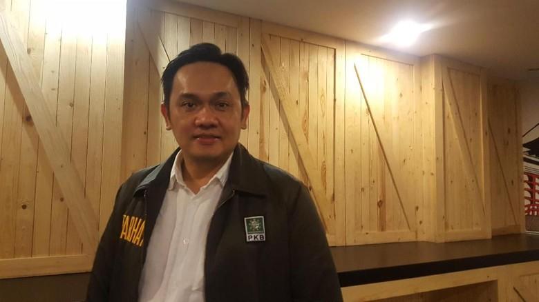 Potret Farhat Abbas, Senjata Baru Kubu Jokowi