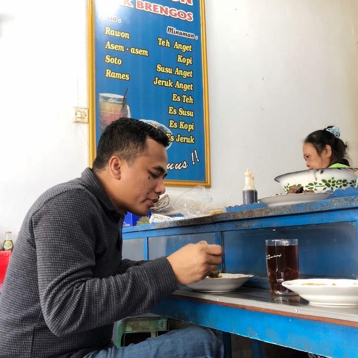 Arwani Thomafi merupakan politisi sekaligus anggota DPR-RI yang menjabat sebagai wakil ketua umum dari Partai Persatuan Pembangunan (PPP). Ia juga gemar kulineran mencicipi makanan khas Indonesia. Foto: Instagram @arwani.thomafi