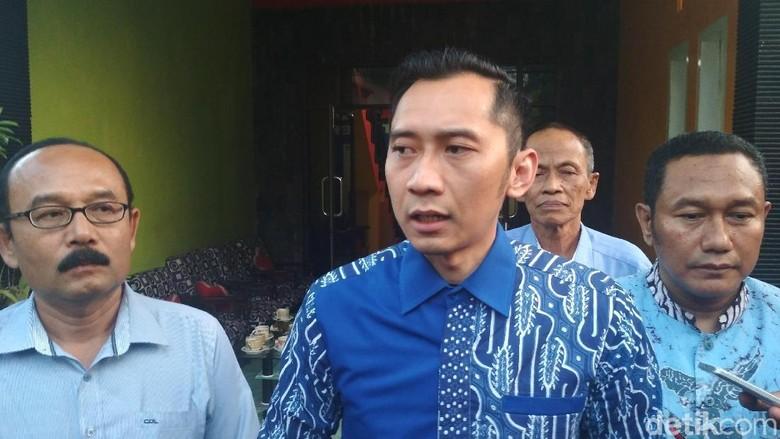 Ibas Cek Ruangan Anggota DPR F-Demokrat yang Bersarang Peluru