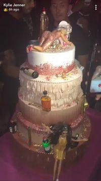 Ini Kue Ulang Tahun Kylie Jenner Yang Megah Dan Dihiasi