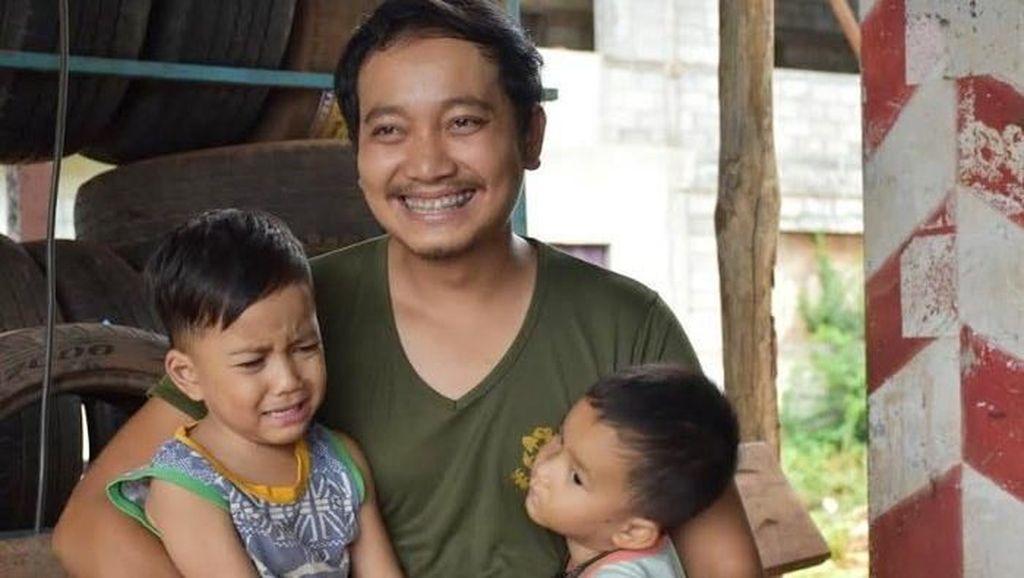 Viral, Video Seorang Ayah Pakai Dress di Hari Ibu Demi Anaknya yang Piatu