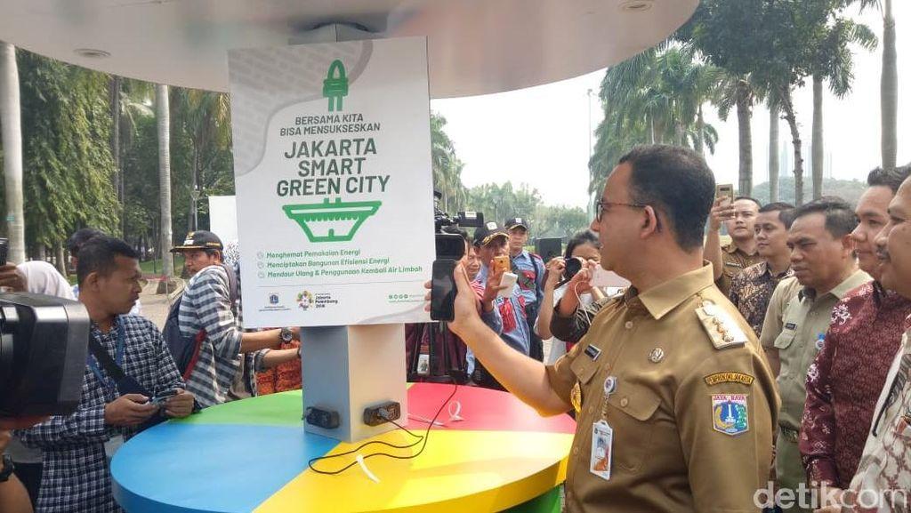 Pemprov DKI Sediakan Charger Bertenaga Matahari Gratis di Monas