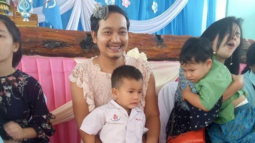 Video: Bikin Terharu, Saat Ayah Pakai Gaun di Hari Ibu