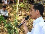 Saat Jokowi Beri Semangat Anak-anak Pengungsian di Lombok Utara