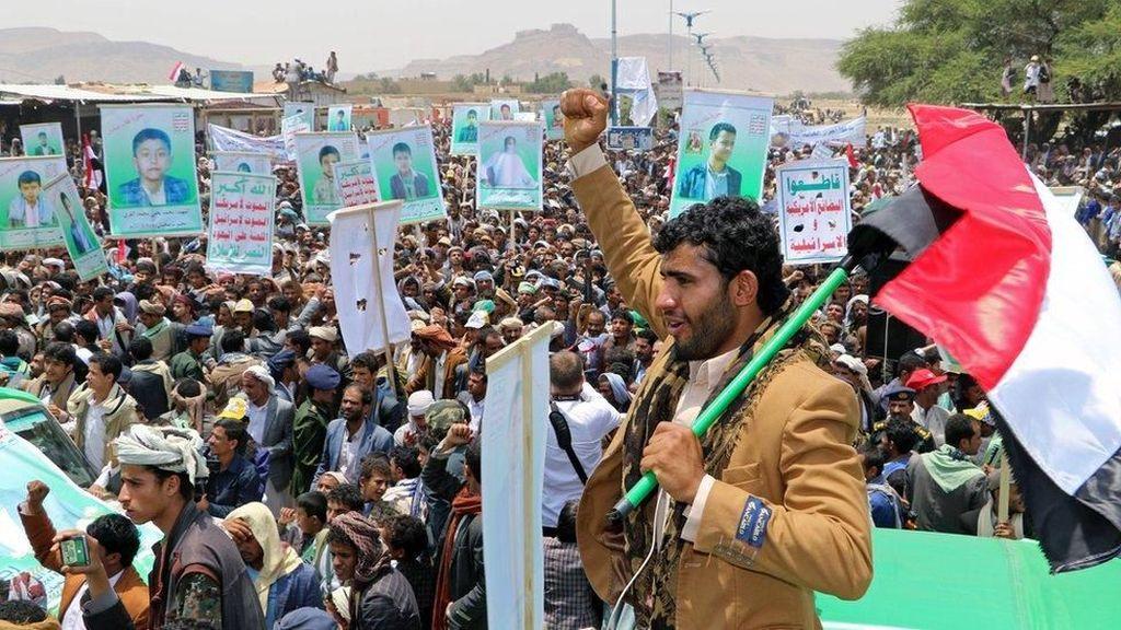 Ribuan Orang Hadiri Pemakaman Puluhan Bocah Korban Serangan Saudi