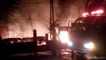 Kebakaran Dini Hari di Bojonegoro Hanguskan Tiga Rumah dan Gedung TK