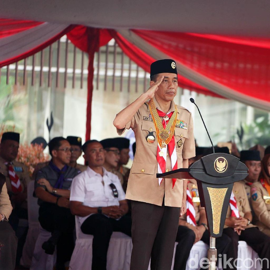 Gaya Jokowi Dalam Balutan Seragam Pramuka