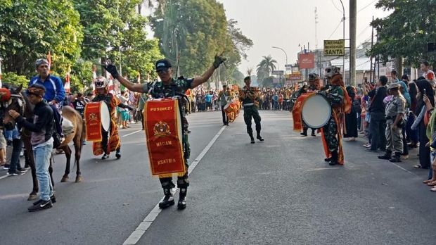 Jalanan Bogor Dipenuhi Mobil Hias dan Fashion Show