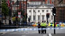 Mobil Tabrak Pembatas Gedung Parlemen Inggris Diduga Terorisme