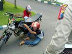 Viral, Bocah Ingusan Menangis Saat Ditilang Polisi di Bondowoso
