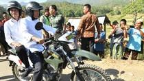 Video Jokowi-TGB Boncengan Tinjau Korban Gempa dan Rumah Zohri