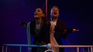Aksi Kocak Ariana Grande dan James Corden Parodikan Titanic