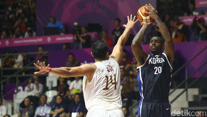 Timnas Basket Indonesia kalah 65-104 dari Timnas Korea Selatan di laga perdana Grup A Asian Games 2018. (Foto: Grandyos Zafna/detikcom)