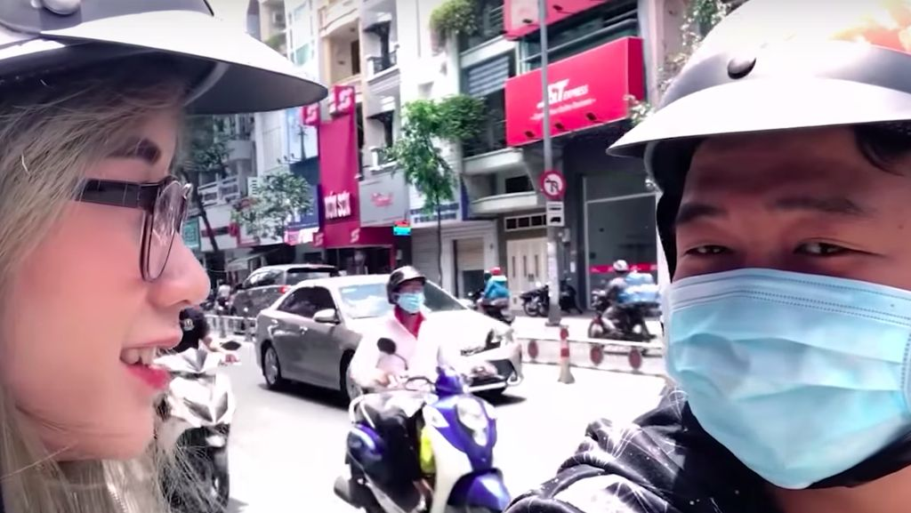 Mengintip Vlogger Cantik Vietnam Jajal Go-Jek