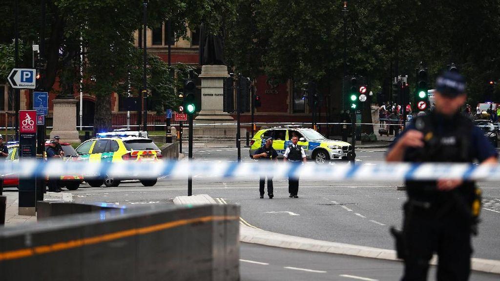 Mobil Tabrak Pembatas Gedung Parlemen Inggris, 1 Pria Ditangkap
