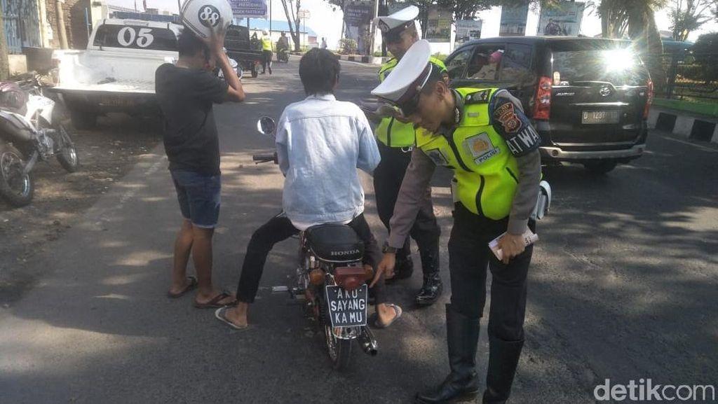 Kocak, Polisi Garut Tilang Pelat Nomor 'Aku Sayang Kamu'
