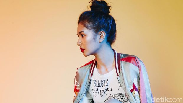 Mikha Tambayong saat pemotretan Celeb of The Month