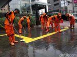 PPSU Bikin Trotoar di Thamrin Kinclong