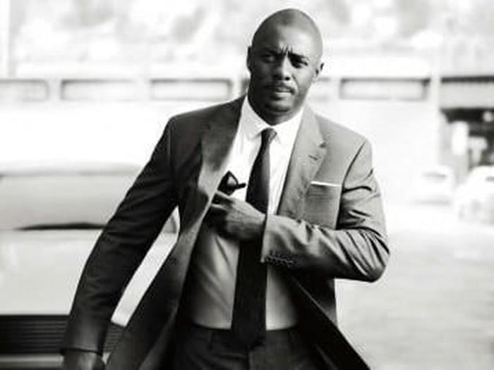 Idris Elba sebagai James Bond.