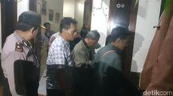Polisi Evakuasi 11 Anggota Kerajaan Ubur-ubur