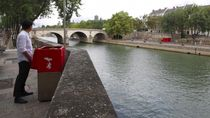 Urinal Ramah Lingkungan di Pinggir Sungai Paris Jadi Kontroversi