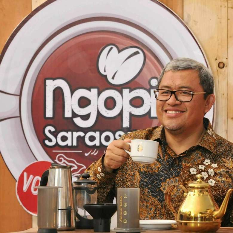 Politisi berusia 52 tahun ini, mempunyai kecintaan yang tinggi terhadap kopi. Dulu, beliau bahkan sering membuat event ngopi bersama dengan masyarakat Jawa Barat. Foto: Instagram @aheryawan