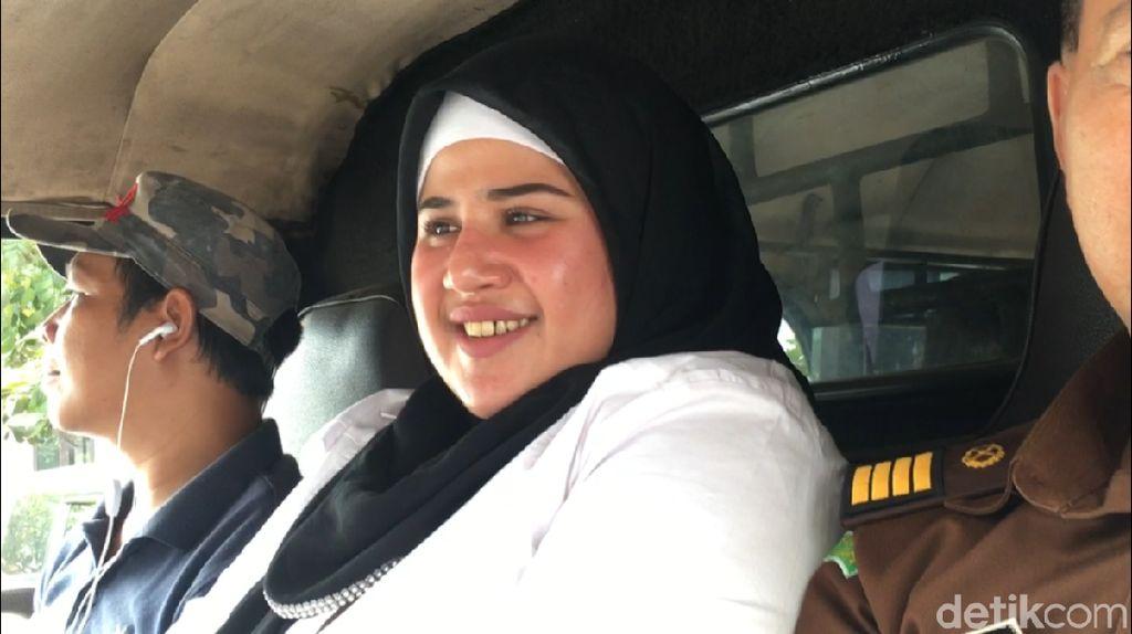 Dibesuk Elvy Sukaesih saat Idul Adha, Dhawiya Ikut Kurban Walau di Sel