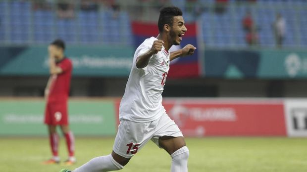 Pemain timnas Palestina Hani Abdallah merayakan gol timnya ke gawang Laos. (