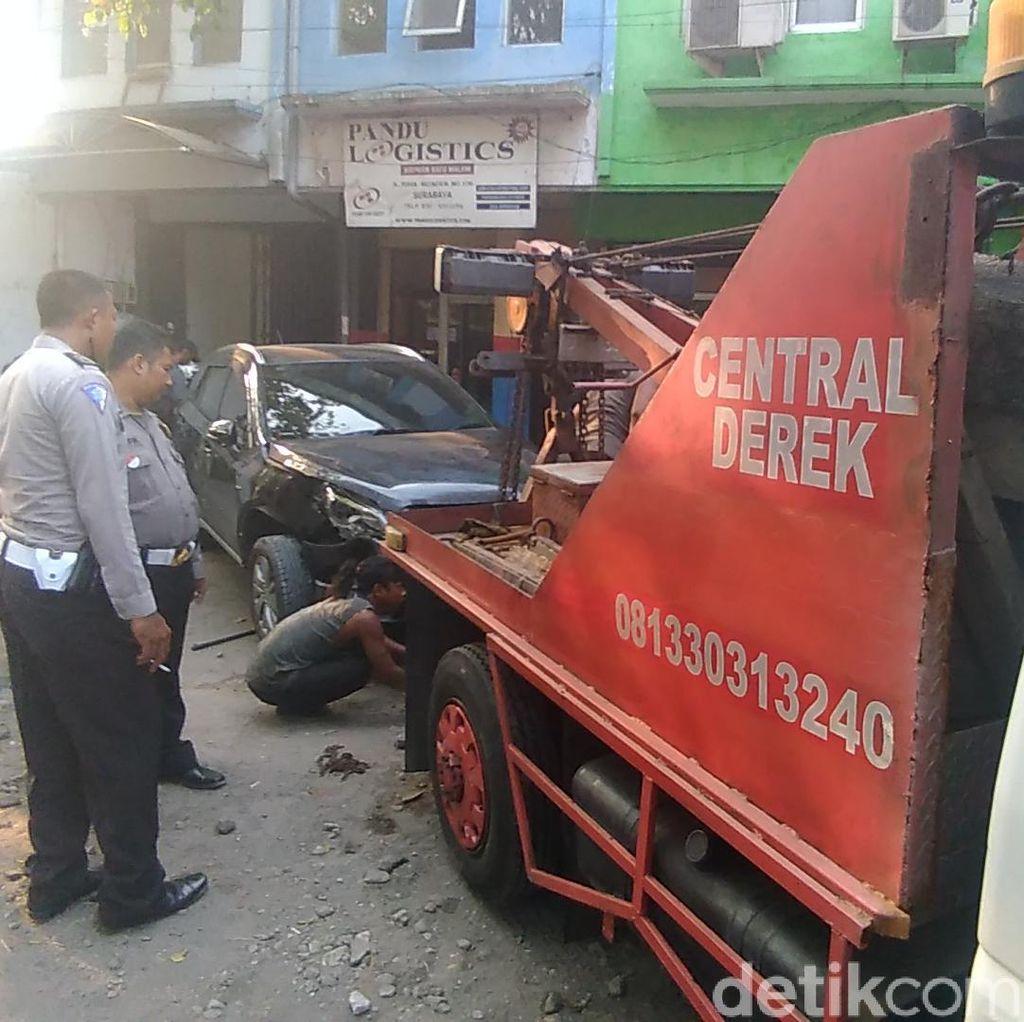 Serangan Jantung, Pria Ini Tewas Usai Tabrak 2 Mobil di Barata Jaya