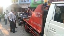 Sopir Serangan Jantung Saat Nyetir, SUV ini Tabrak Dua Mobil