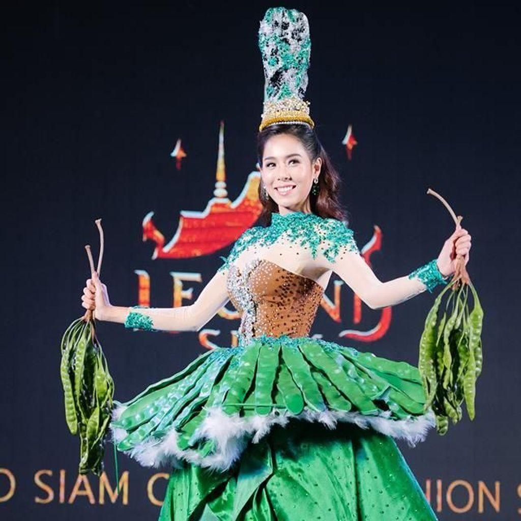 4 Wanita Cantik Thailand Pakai Gaun Pete hingga Durian, Uniknya Kebangetan