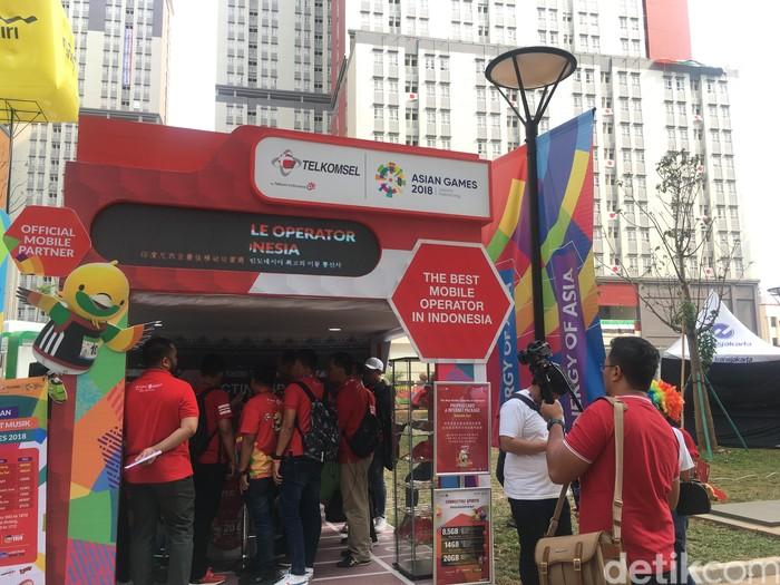 Booth Telkomsel. Foto: Agus Tri Haryanto/inet