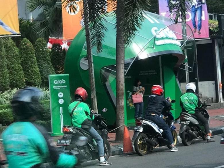 Dishub DKI akan Tertibkan Halte Grab yang Halangi Trotoar di GBK