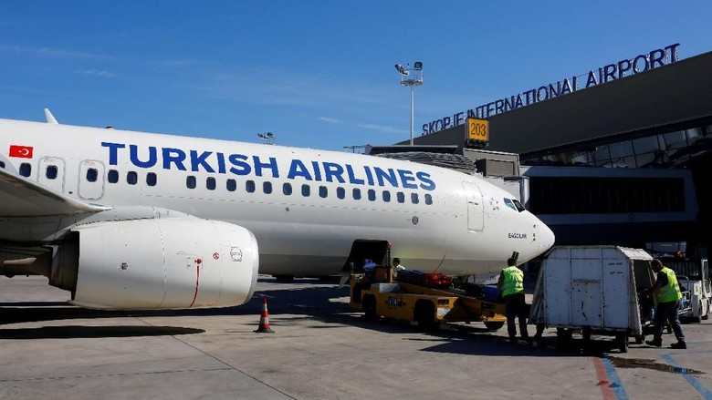 FILE PHOTO: A Turkish airlines airplane at a docking station at the TAV airport in Skopje, Macedonia May 16, 2018/File Photo