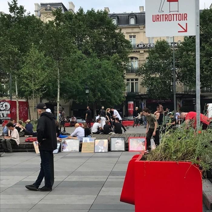 Paris diketahui punya masalah warga yang suka kencing sembarangan. (Foto: Instagram)