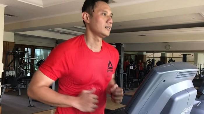 Di sela kesibukannya AHY menyempatkan waktu berolahraga untuk menjaga kebugaran tubuh. (Foto: Instagram/agusyudhoyono)