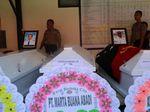 4 Jenazah Korban Jatuhnya Pesawat Dimonim Air Diserahkan ke Keluarga
