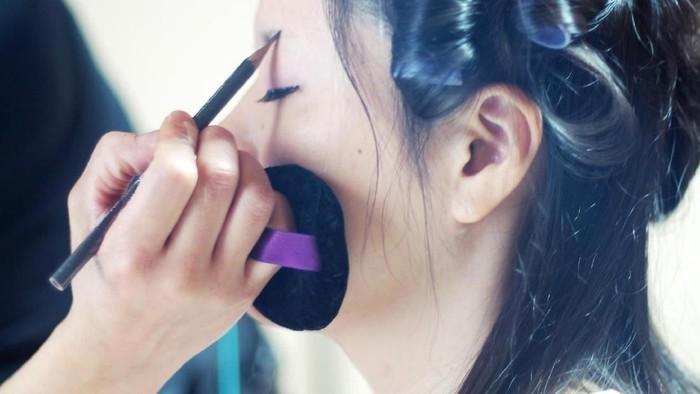 Pensil alis menjadi perlengkapan wajib bagi wanita yang selalu ingin tampil cantik (Foto: thinkstock)