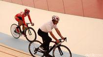 Wussssh! Anies Melaju di Venue Sepeda Terbaik di Asia