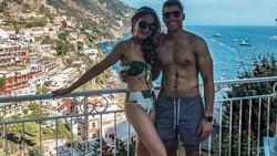 Baru-baru ini pacar Cinta Laura, Frank Garcia menjadi perbincangan warganet lantaran dibilang wajahnya tak ganteng. Meski begitu, tubuhnya benar-benar atletis.
