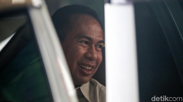 Suami Wali Kota Tangerang Selatan Airin Rachmi Diany, Tubagus Chaeri Wardana, saat menjalani pemeriksaan di KPK beberapa waktu lalu (Foto: Ari Saputra/detikcom)